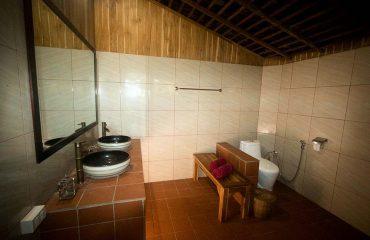 Lodge Private Bathroom